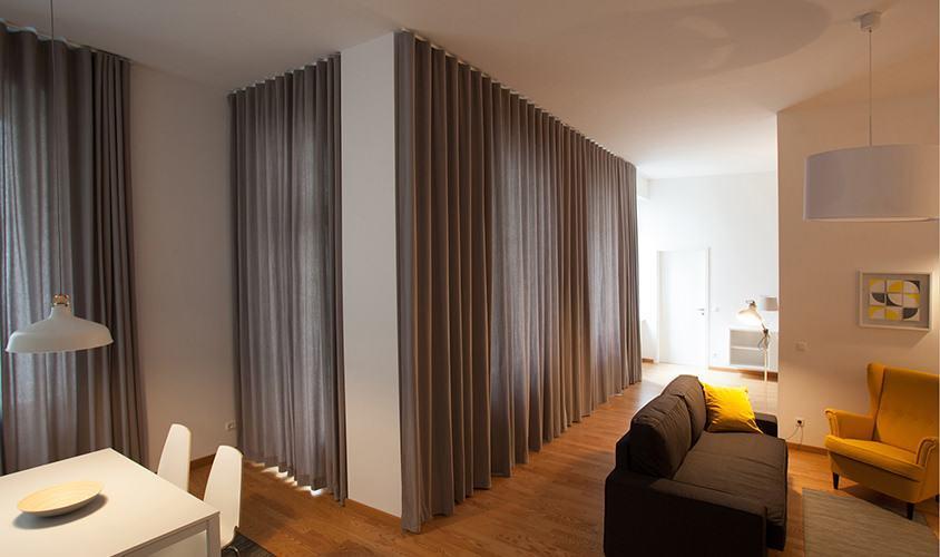 Grauer Vorhang mit Wellenoptik aus Stoff Maja mit Deckenmontage Gardinenschiene Linus in Berlin